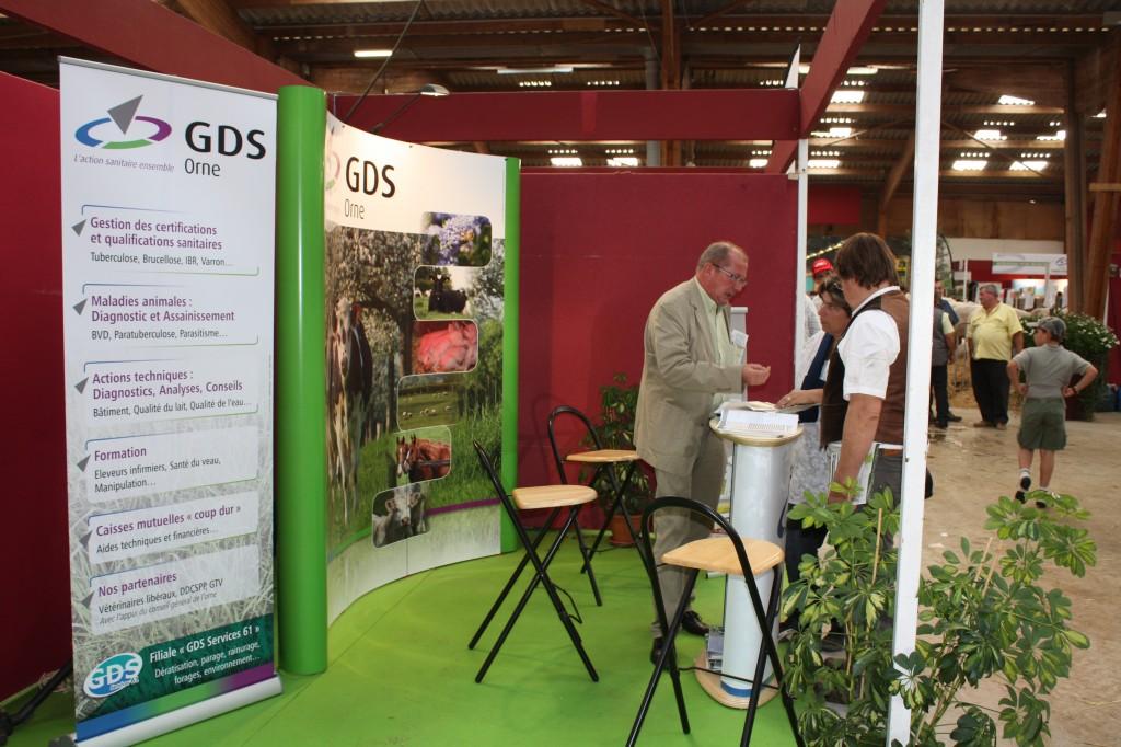 Le GDSCO assure également une mission d'information auprès des éleveurs et apiculteurs